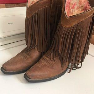 Ariat fringe boots! ❤️
